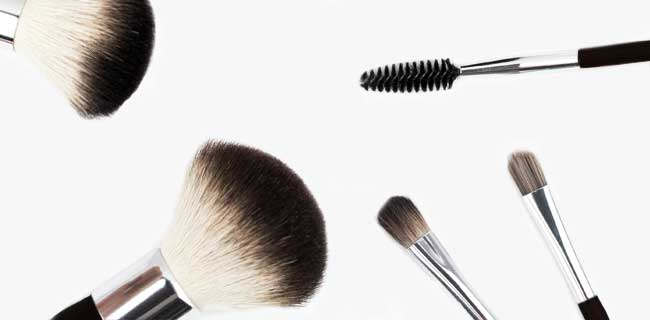 How to Keep Your Make-Up Clean (and Your Skin Too)